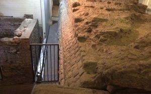Unterirdisches Köln: Fundament der römischen Stadtmauer.