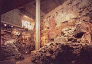 Ubiermonument in Köln. Ältestes erhaltene Steinmonument nördlich der Alpen. Was wollten die Römer hier bauen? Das erfahren Sie auf unser Unterwelttour mit Erlebnistouren Köln & Region - Tour-Agentur.